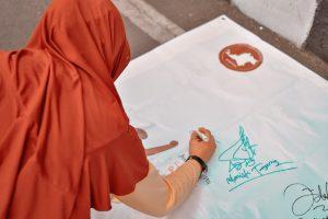 Tanda Tangan Peace Sign